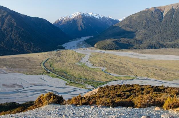 Piękna góra arthur's pass w nowej zelandii