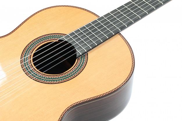 Piękna klasyczna gitara odizolowywająca