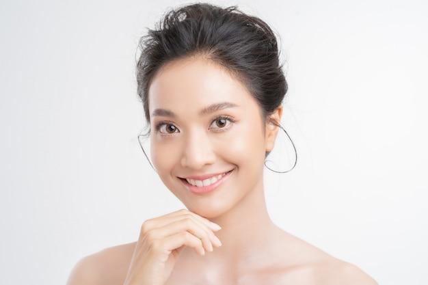 Piękna kobieta azjatykcia twarz