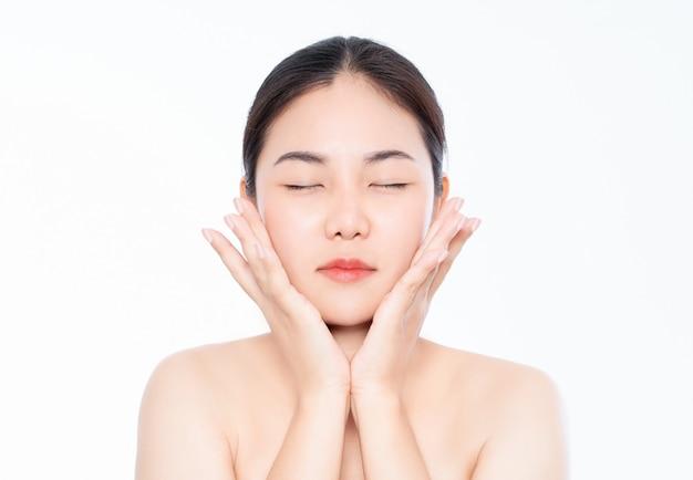 Piękna kobieta azji i ma urok białej skóry