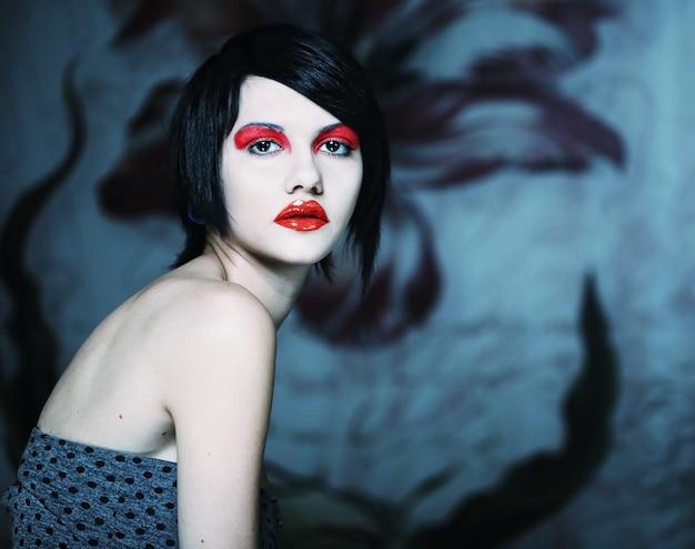 Piękna kobieta modelka pozowanie