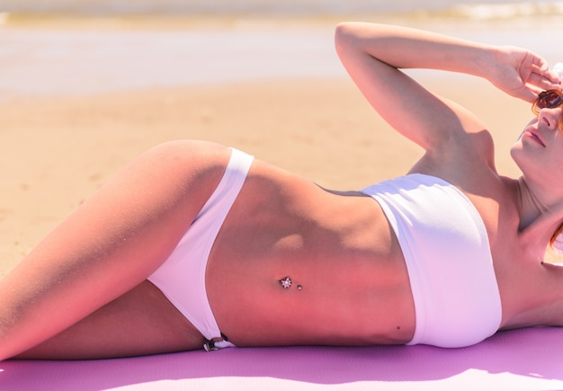 Piękna kobieta na plaży