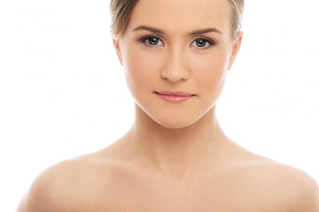 Piękna kobieta o doskonałej skórze