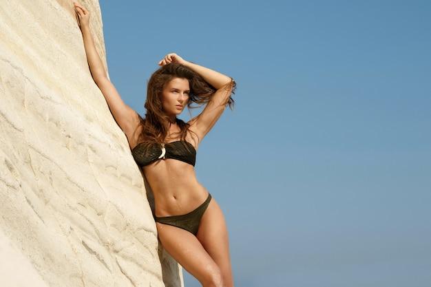 Piękna kobieta plażowa