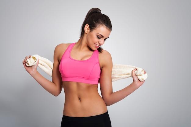 Piękna kobieta relaks po treningu