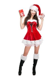 Piękna kobieta w świątecznym garniturze