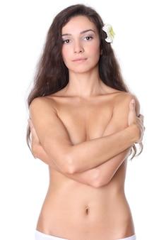 Piękna kobieta z długimi włosami na białym tle