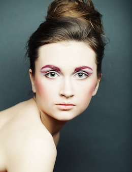Piękna kobieta z jasny makijaż