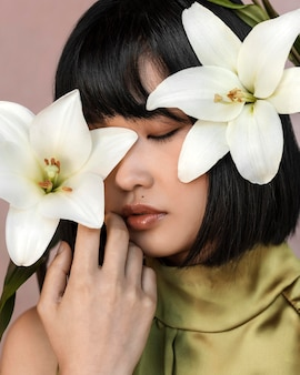Piękna kobieta z kwiatami