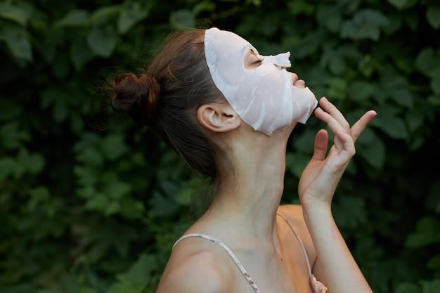 Piękna kobieta z maską anti aging