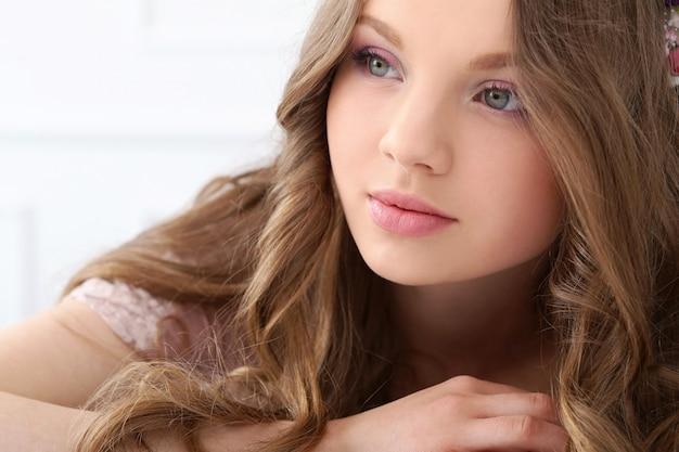 Piękna kobieta z śliczną twarzą