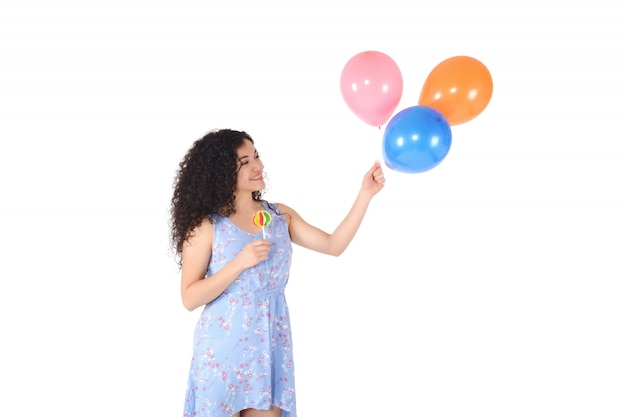 Piękna kobieta z słodkim lizakiem i baloons.