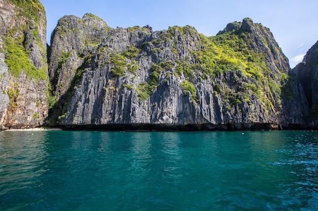 Piękna krajobrazowa phi hpi wyspy lokacja tajlandia