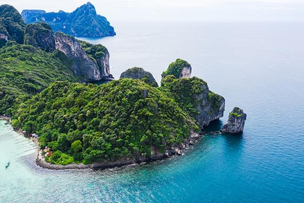 Piękna krajobrazowa widok z lotu ptaka phi hpi wyspy lokacja tajlandia