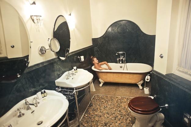 Piękna łazienka w luksusowym hotelu