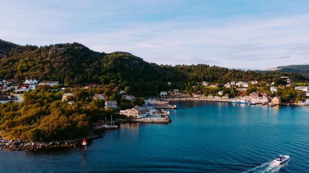 Piękna linii brzegowej błękitne wody w stavanger norwegia