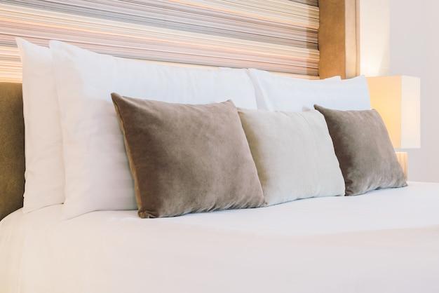 Piękna luksusowa sypialnia hotelu