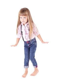 Piękna mała dziewczynka na białym tle