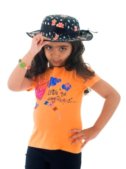 Piękna mała dziewczynka w kapeluszu