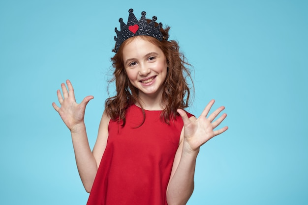 Piękna mała dziewczynka w koronie, księżniczka