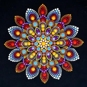 Piękna mandala ręcznie malowana