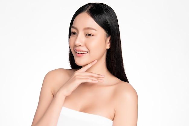 Piękna młoda azjatycka kobieta z czystą, świeżą skórą, pielęgnacja twarzy, zabieg na twarz, kosmetologia, uroda i spa, portret azjatyckich kobiet