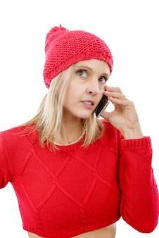 Piękna młoda blondynki kobieta z czerwoną nakrętką