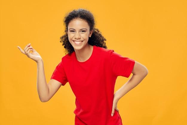 Piękna młoda dziewczyna modeluje pozować, piękna pojęcie, moda portret