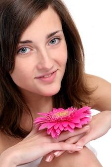 Piękna młoda i szczęśliwa kobieta