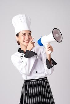 Piękna młoda kobieta azji kucharz gospodarstwa megafon.