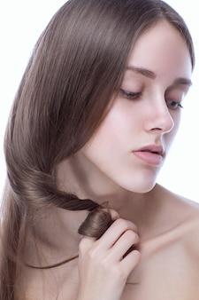 Piękna młoda kobieta kaukaski z czystą, świeżą skórę