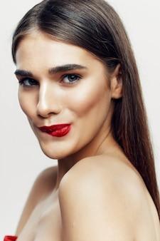 Piękna młoda kobieta uroda portret, pielęgnacja skóry twarzy