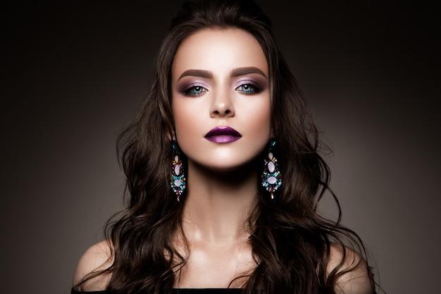 Piękna młoda twarz kobiety