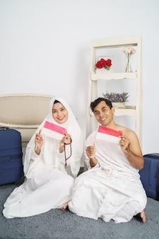 Piękna muzułmańska para hadżdż i umrah