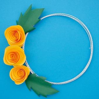 Piękna ozdobna rama z kolorowymi pomarańczowymi kwiatami