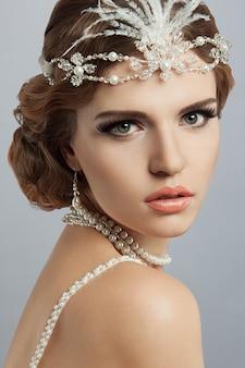 Piękna panna młoda. makijaż ślubny