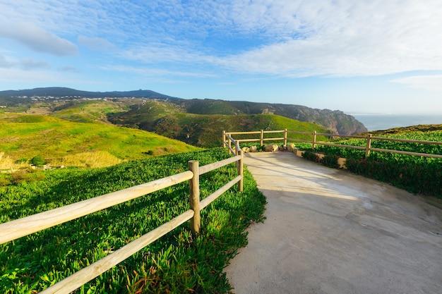 Piękna panorama gór i morza