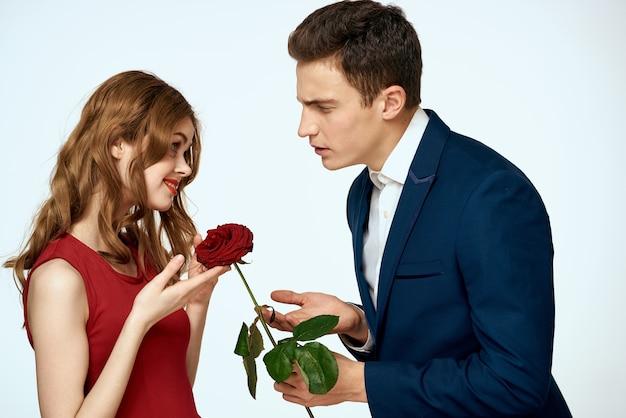 Piękna para urok związek romans róże luksus miłość jasnym tle. wysokiej jakości zdjęcie