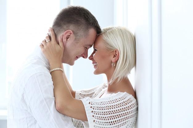 Piękna para w domu