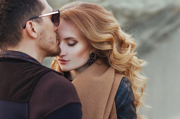 Piękna para zakochanych w walentynki
