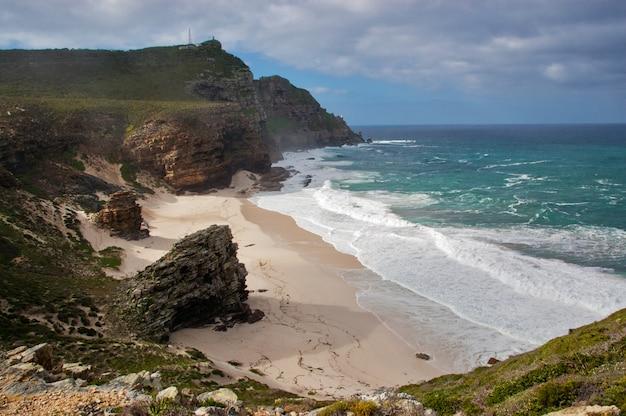 Piękna plaża dias i przyroda, przylądek dobrej nadziei, republika południowej afryki
