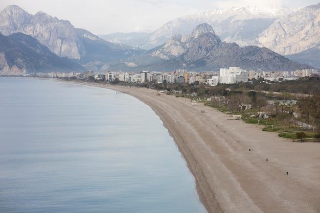 Piękna plaża i piękny krajobraz