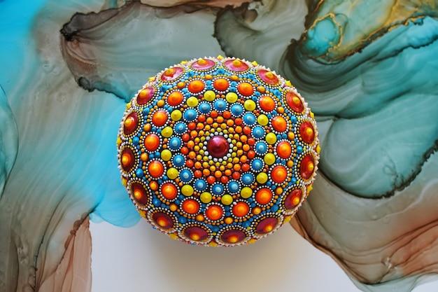 Piękna ręcznie malowana mandala