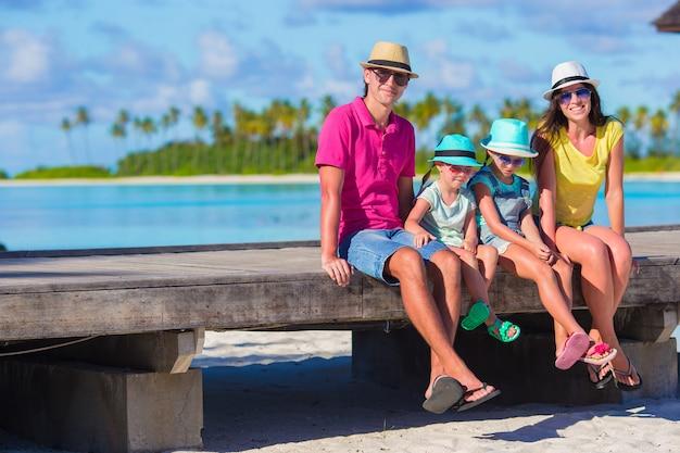 Piękna rodzina na wakacjach