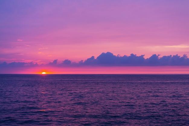 Piękna scena w hawajskim zachodzie słońca