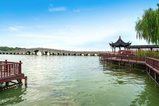 Piękna sceneria na antycznym miasteczku zhouzhuang, suzhou, chiny