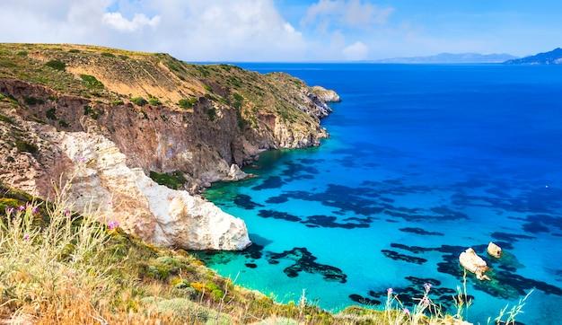 Piękna sceneria wysp greckich - milos, cyklady
