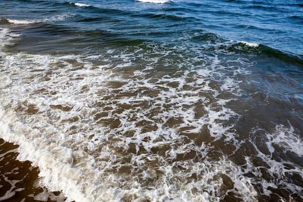 Piękna słoneczna pogoda na wybrzeżu morza bałtyckiego