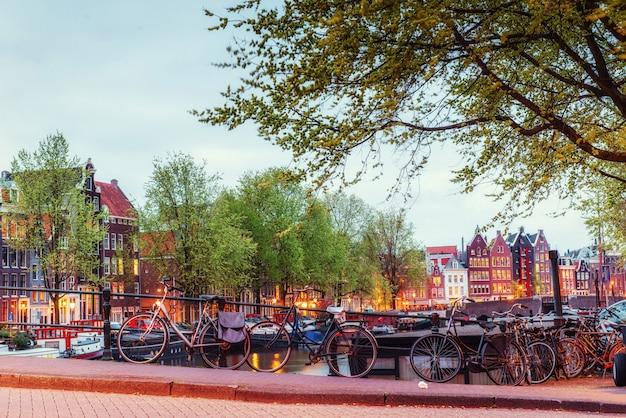 Piękna spokojna scena miasto amsterdam