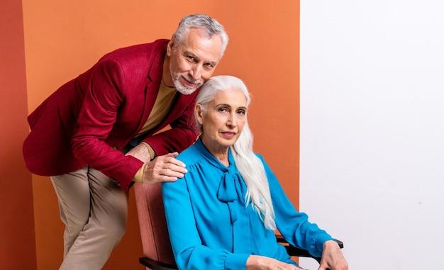 Piękna starsza para kochanków. portret osób starszych